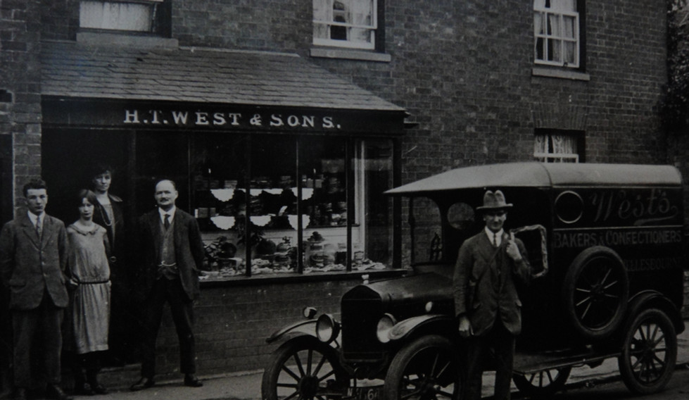 The opening of the shop, with the delivery vehicle, the Ford Model T