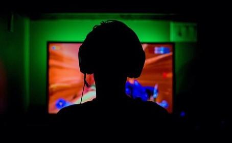 Il mondo dell'online gaming, vantaggi e pericoli