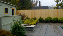 Complete setting with custom fence