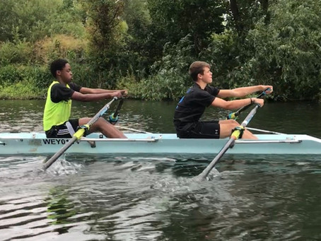 Schools rowing at Weybridge