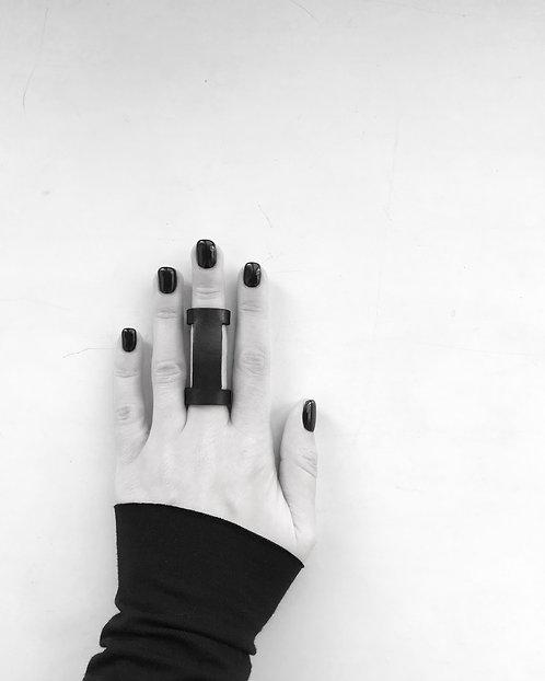 Cut ring / Julia Fom
