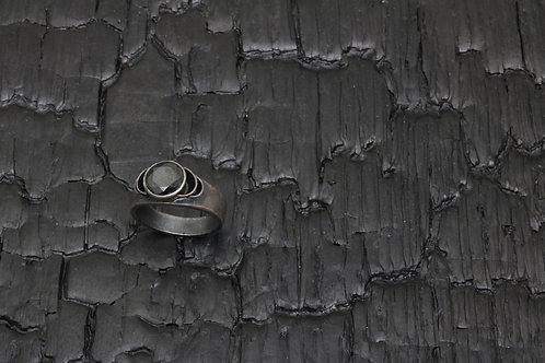 Black Spinel ring / Osa Ozdoba