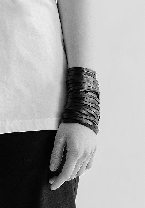 Leather String Bracelet / Julia Fom