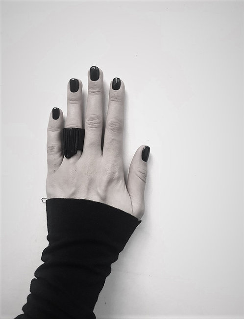 Leather Triangle Ring / Julia Fom