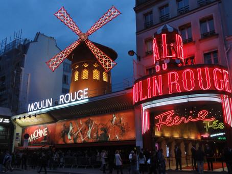 Moulin Rouge: Chrám noční Paříže a symbol sladké doby kabaretů přitahuje skandály
