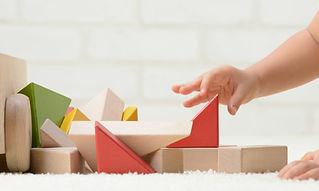 Bébé Jouer avec des blocs de construction