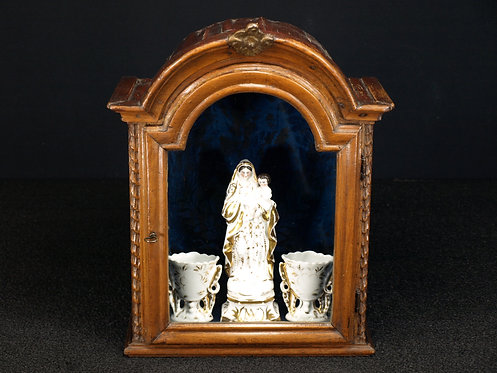 An 18th century wood niche  with 19th century porcelain items  (H06)