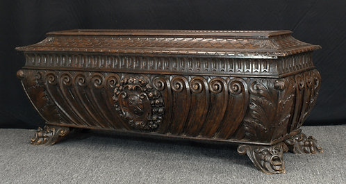 An Italian walnut cassone, late 16th / early 17th century (T05)