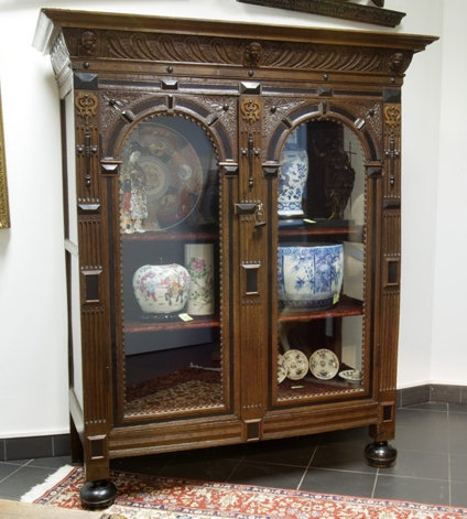 A Flemish display case, 17th century with later added glass  (O25)