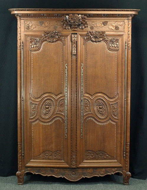 A French Normandy oak armoire, circa 1800  (Q60)