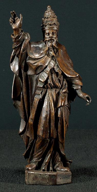 A walnut sculpture of a Bishop, 17th century  (L03)