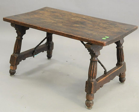 A small Spanish walnut folding table, 17th century (W03)
