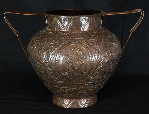 A large Italian copper vessel, 17th/18th century  (Q28)