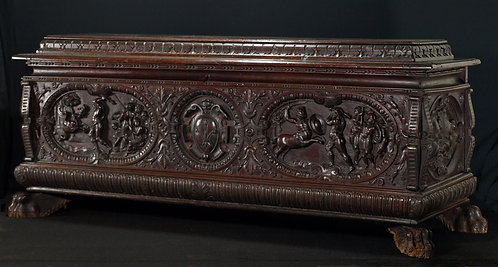A  fine Italian renaissance cassone, second half 16th century  (M02)
