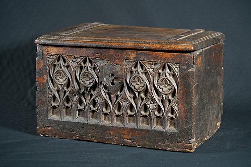 A French walnut Gothic document box, 15th/16th century (W01)