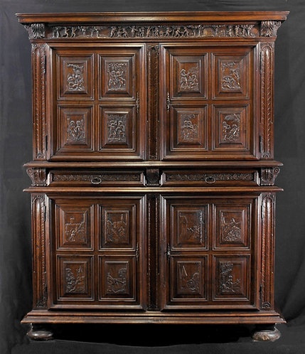 A French walnut cupboard, 17th/18th century (N06)