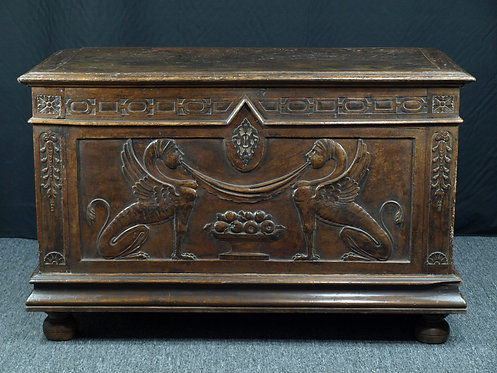 French Renaissance walnut chest, circa 1600 (Q06)