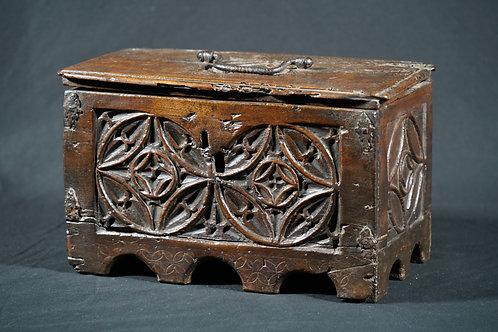 A medieval box, 14th/15th century (V23)