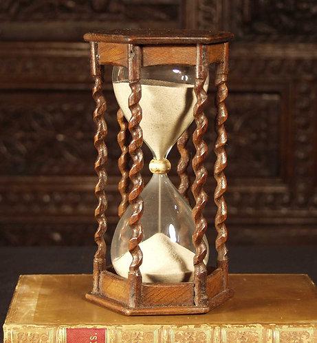 An attractive oak sand glass, 19th century  (A19)