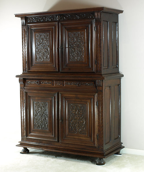 A French walnut renaissance style cupboard, 17th/18th century (O01)