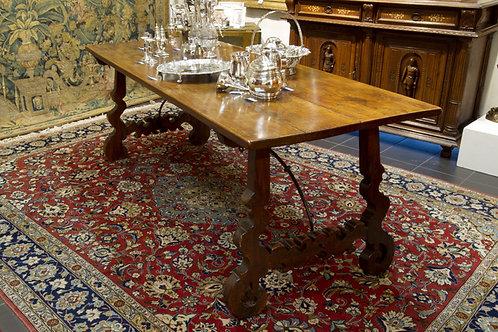 A Spanish walnut dining table, 17th/18th century  (O20)