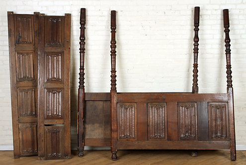 A four poster tester bed from antique elements (V38)