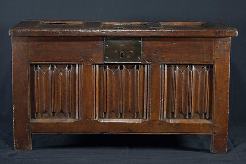 A small linenfold oak chest, late 16th c. / early 17th c.  (I12)