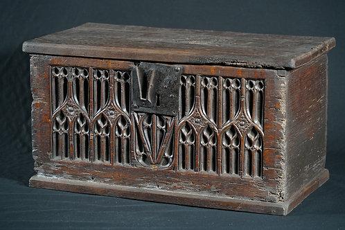 A Gothic oak document box, 15th/16th century (T20)