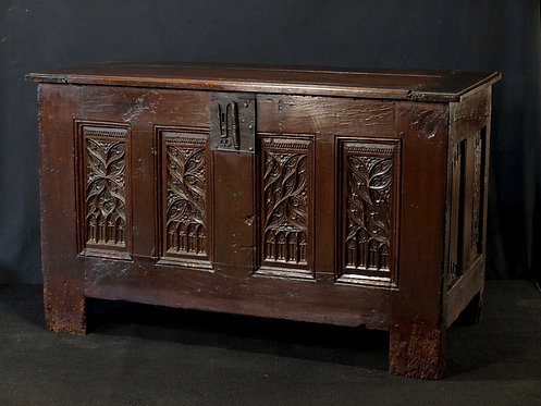 A French Gothic oak chest, late 15th / early 16th century  (N07)