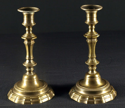 A pair of bronze candlesticks, 18th century  (K03)