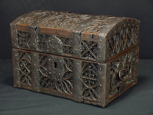 A Flemish gothic box, late 15th / early 16th century (Q69)