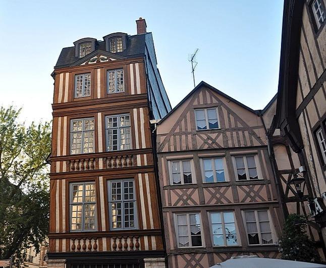 Maison penchée de Rouen @SandrinePérégrine