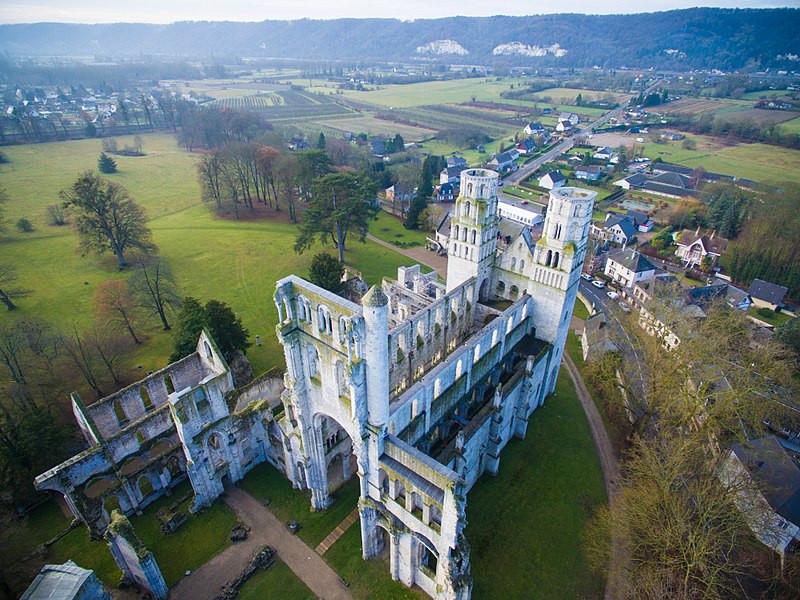 Abbaye_de_Jumièges_by_quadcopter @Elke Wetzig & Raimond Spekking