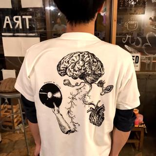 """Music Brain"" ink drawing. Black print; white body.  (「音楽の脳」のシルクプリント 黒インク・白ボディー) [Kaito/Jackie]"