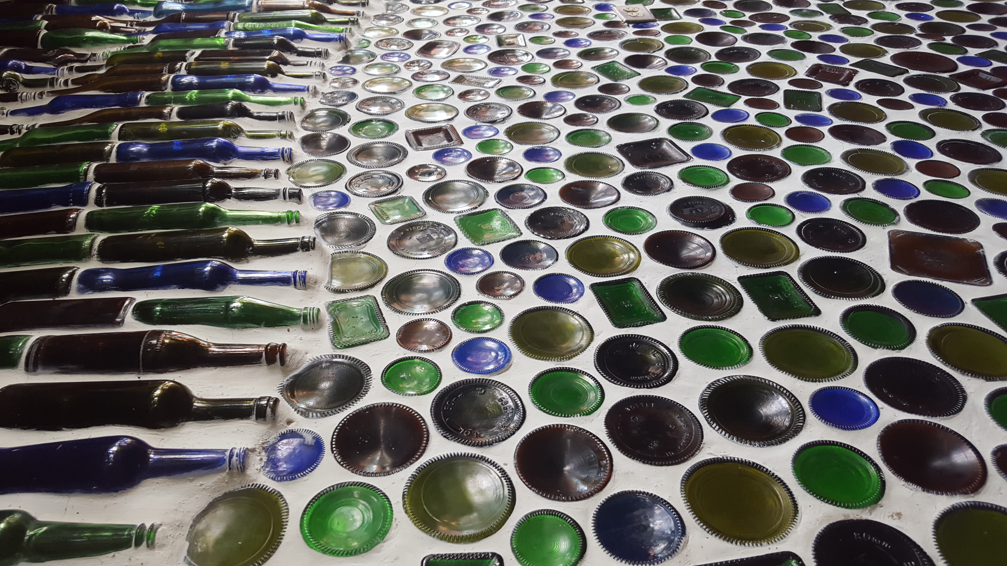 2016-06-11 bottle_wall_manuel_antonio_costa_rica (3)