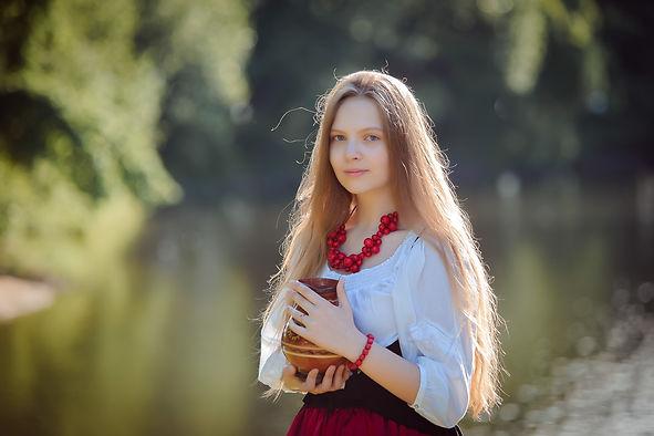 портрет-свет-контровой-женский-фотогра