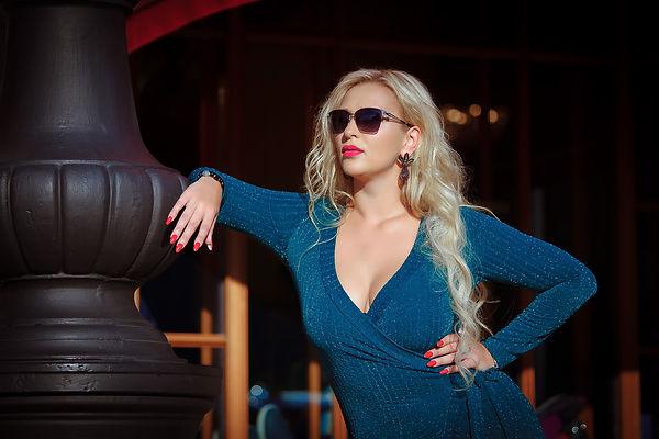 девушка-фотосессия-спб-блондинка-платье.