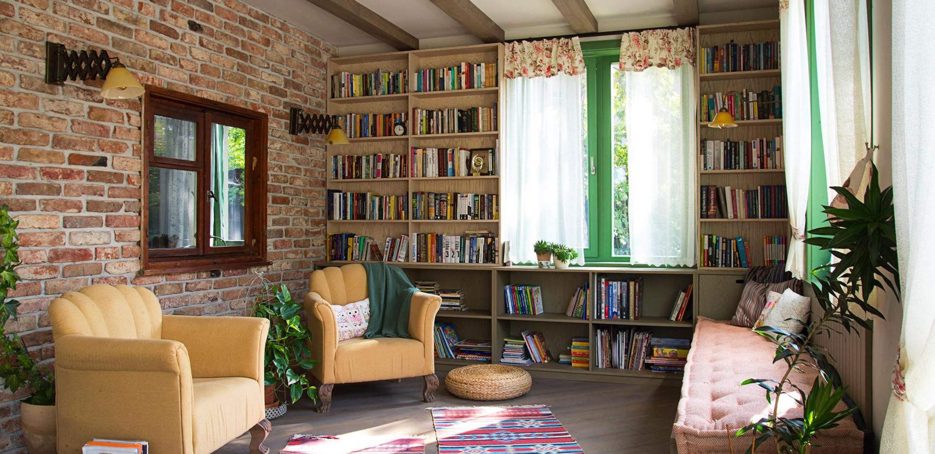 Библиотека и кът за четене