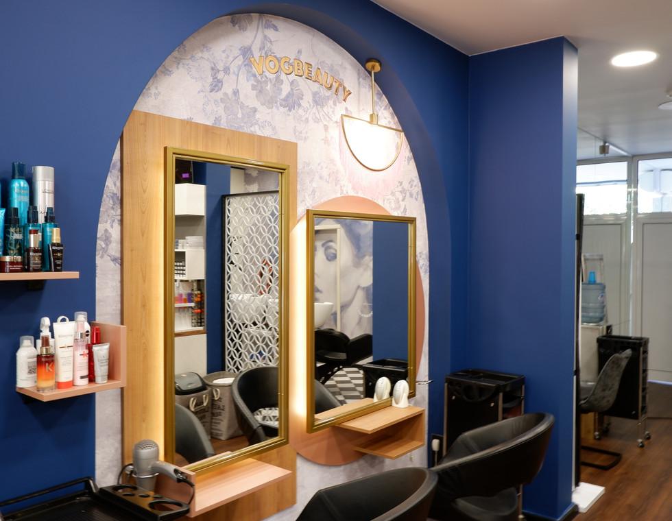 Огледалце, огледалце на стената...
