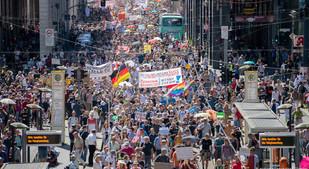 MILLONES DE PERSONAS PROTESTAN EN BERLÍN CONTRA RESTRICCIONES DEL CORONAVIRUS