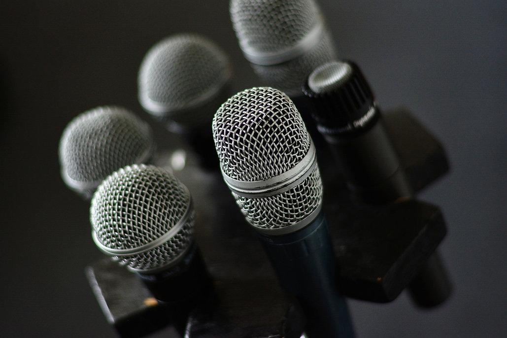 microphone-3315985_1920.jpg