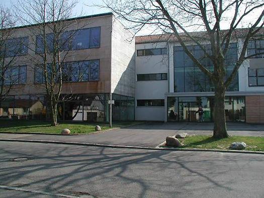schulehaupteingang[2].jpg
