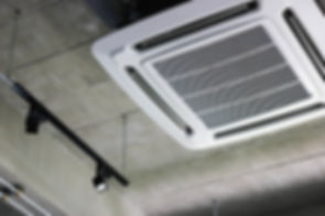 Install air conditioning on the ceiling