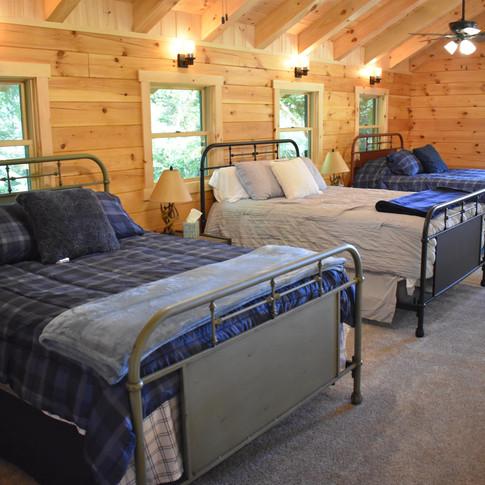 Queen Beds 2,3,4 in loft