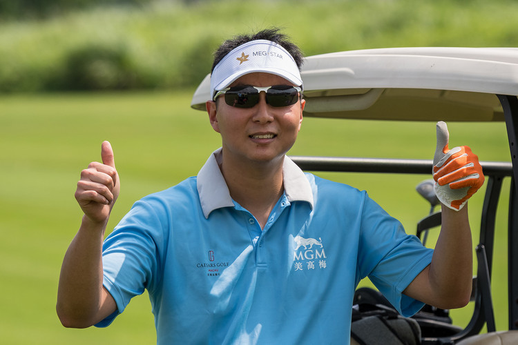 Golf 10 - Thumbs up from Hong Kong athle