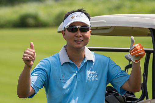 Golf 10 - Thumbs up from Hong Kong athle