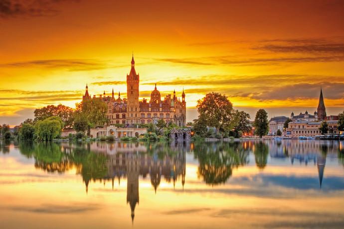 Mit Schloss und königlichem Strandkorb: Schwerin wirbt auf der ITB Berlin um internationale Reisegäs