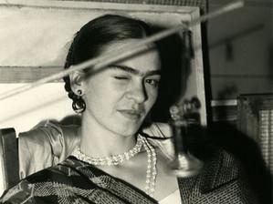 FRIDA KAHLO: DANS L'INTIMITÉ DE L'ARTISTE, RARES PHOTOGRAPHIES