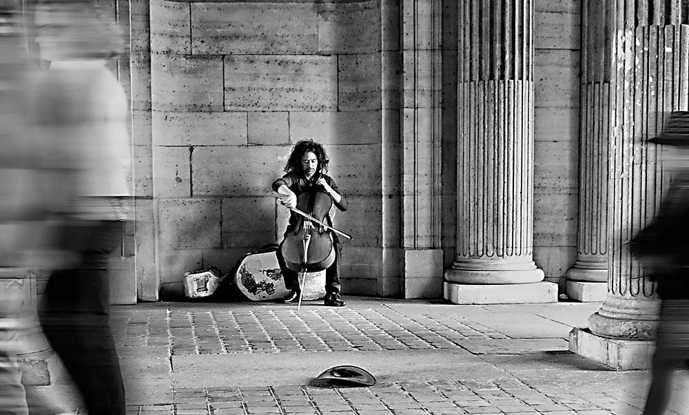Mikeshake - Kevin M. Doolan - Sous le Louvre