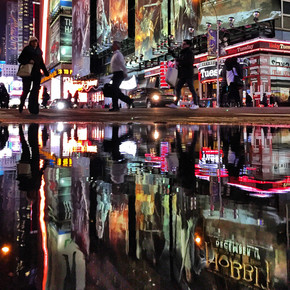 DARLENE OLLERENSHAW: NEW YORK, REFLECTIONS IN STREET
